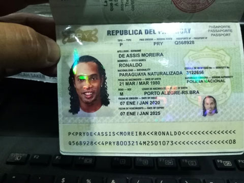 Tấm hộ chiếu giả khiến Ronaldinho vướng vòng lao lý