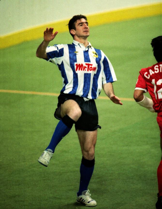 Cantona không thể đến Sheffield Wednesday