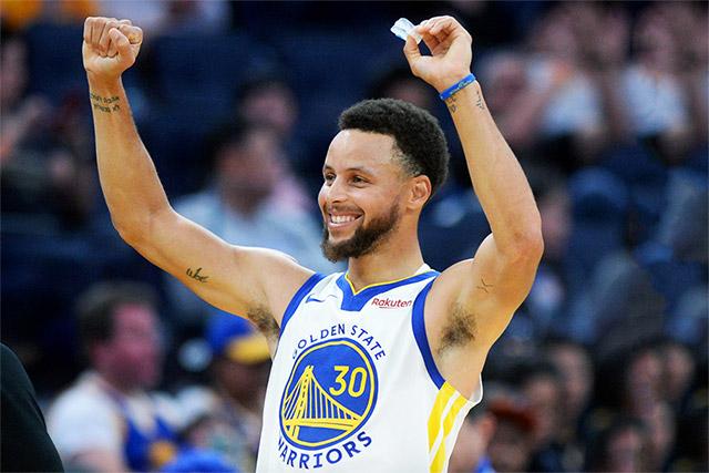 """Wardell Stephen """"Steph"""" Curry II là cầu thủ bóng rổ chuyên nghiệp người Mỹ và đang thi đấu cho Golden State Warriors"""