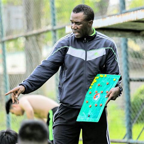 Hiện tại, Amaobi làm công tác đào tạo bóng đá trẻẢnh: PHAN TÙNG