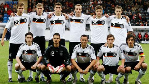 Kevin Schindler (số 7) cùng Thomas Mueller (số 25) và Mats Hummels (số 15) trong thành phần đội U21 Đức