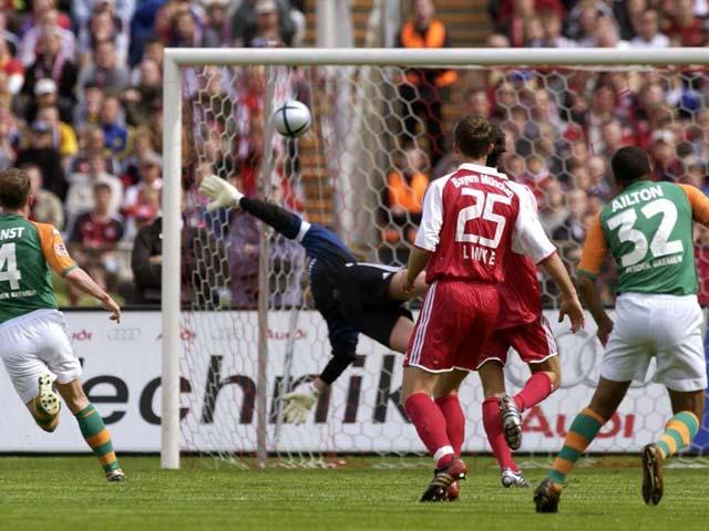 Ailton ghi bàn đánh bại Bayern Munich ngay tại Olympiastadion