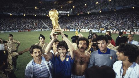 Paolo Rossi (cầm cúp)  tỏa sáng đưa ĐT Italia tới chức vô địch World Cup 1982