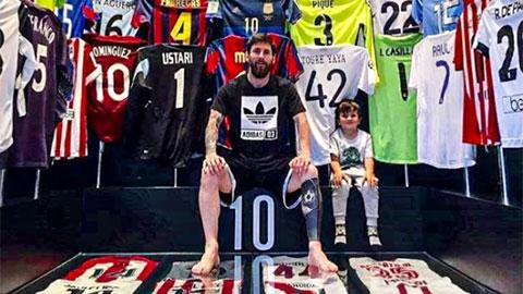 Ronaldo ở đâu trong bộ sưu tập áo đấu khổng lồ của Messi?