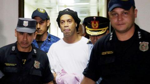 Hậu trường sân cỏ 23/3: Ronaldinho bị Barca phớt lờ chúc mừng sinh nhật