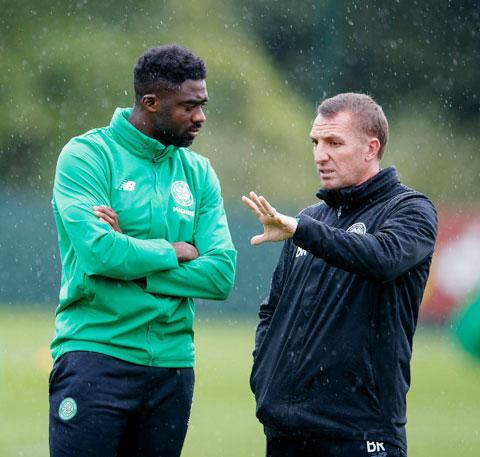 Kolo Toure đang chịu khó học hỏi  HLV Rodgers tại Leicester