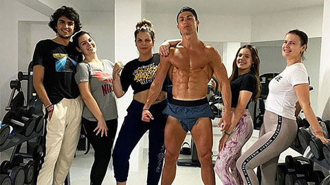 Ronaldo thách thức Covid-19 bằng cơ bắp cuồn cuộn