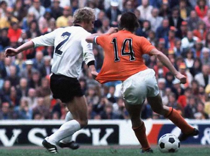 Số 14 gắn liền với Cruyff