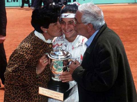 Arantxa Sanchez Vicario vô địch Roland Garros 1989 khi mới 17 tuổi