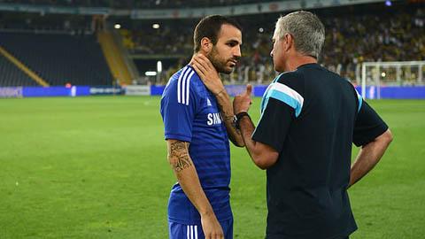Fabregas chỉ cần 1 lần nói chuyện với Mourinho để 'loại' M.U và Man City