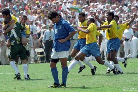 Baggio từ người hùng thành tội đồ của bóng đá Italia khi đá hỏng penalty giúp cho Brazil đăng quang tại World Cup 1994