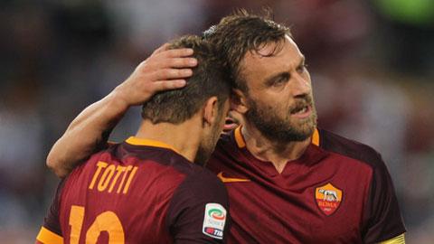 De Rossi hay Totti cũng từng là chuyên gia  đá phạt đền của Roma