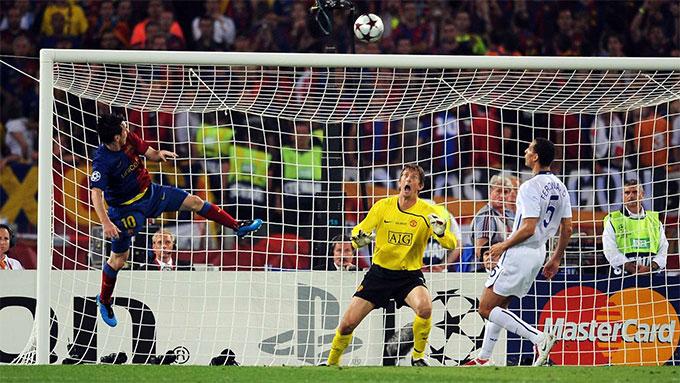 Pha đánh đầu kinh điển của Messi làm tung lưới Man United