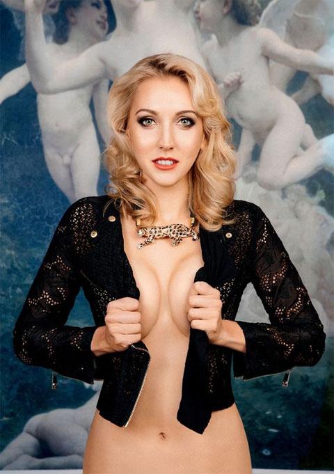 Người đẹp Nga lấp ló ngực trần trên Playboy