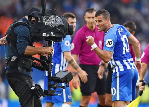 Nếu hủy giải, riêng bản quyền truyền hình, các CLB Premier League đã mất khoảng 750 triệu bảng