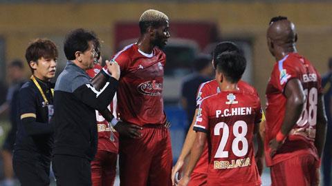 Cần một giải pháp thấu đáo cho các giải bóng đá Việt Nam