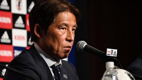 """HLV Akira Nishino vỡ kế hoạch """"đi đêm"""" ở Thái Lan"""