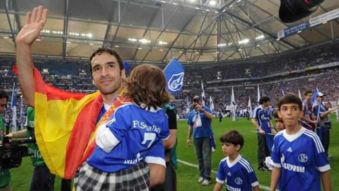 Raul chia tay Schalke trong sự kiêu hãnh