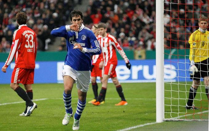 Raul gieo rắc nỗi kinh hoàng cho Bayern