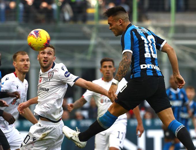 Martinez có khả năng ghi bàn đa dạng hơn Neymar, đặc biệt là ở kỹ năng đánh đầu