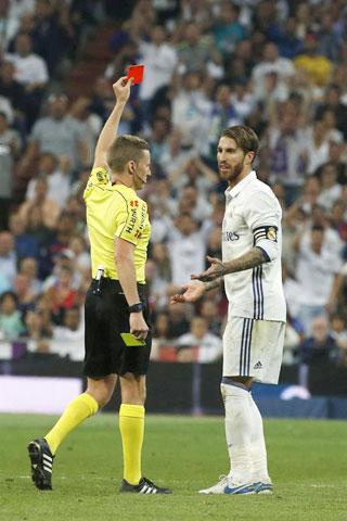 """Không chỉ đóng góp nhiều bàn thắng, anh cũng là """"vua thẻ"""" ở ĐT Tây Ban Nha hay Real Madrid"""