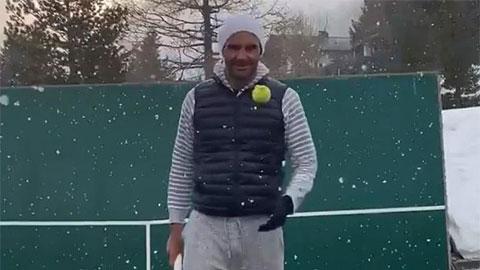 Federer thể hiện tuyệt kỹ dưới mưa tuyết