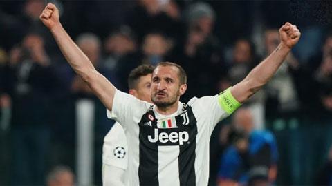 Dù đã 35 tuổi, nhưng vai trò thủ lĩnh trên sân của Chiellini ở Juve vẫn không hề suy giảm