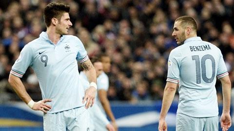 Benzema luôn coi thường, thậm chí miệt thị Giroud (trái) nhưng Giroud không bao giờ phản ứng lại
