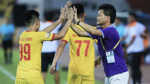 DNH Nam Định cắt giảm 25% lương