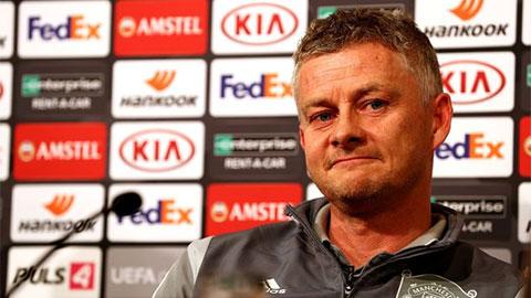 Solskjaer kêu gọi WAGS thay mình 'huấn luyện' các cầu thủ M.U