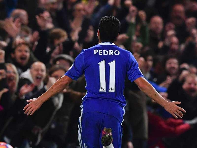 Pedro mặc áo số 11 dù anh thuận chân phải và chỉ chơi ở cánh phải