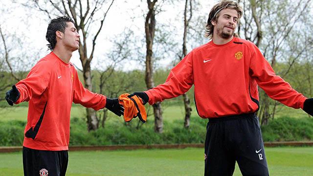 Ronaldo và Pique khi còn thi đấu cho M.U