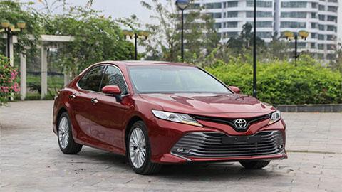 Giá lăn bánh Toyota Camry 2020 mới nhất, đối thủ của Honda Accord, Mazda 6