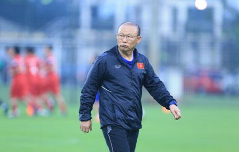 HLV Park Hang Seo sẽ khó lòng tuyển được quân chất lượng nếu V.League đá mà không có đội xuống hạng  Ảnh: Đức Cường