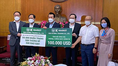 HLV Park Hang Seo đại diện ủng hộ 100.000 USD chống dịch