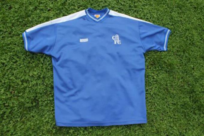 7.Áo đấu Chelsea ở mùa giải 1986/87được bán với giá 400euro: Đây là mùa giải mà Chelsea thi đấu không quá ấn tượng khi không giành được bất kỳ danh hiệu nào
