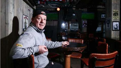 CĐV Nikolaisen thề sẽ nhảy cầu nếu Liverpool không vô địch Premier League mùa này.