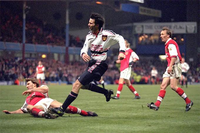 Giggs là cầu thủ thủ thi đấu cho M.U nhiều nhất