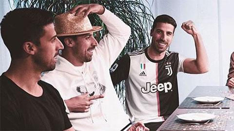 Đồng đội của Ronaldo ăn mừng sinh nhật theo cách độc nhất vô nhị