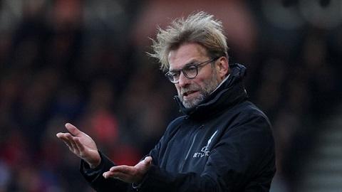 Cho nhân viên nghỉ hàng loạt và phó mặc vào chính phủ, Liverpool hứng bão chỉ trích