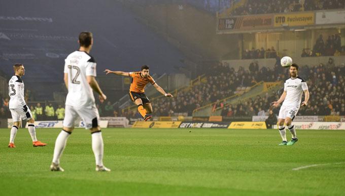 Tuyệt phẩm của Neves trong trận đấu với Derby County