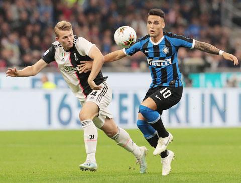 Những trụ cột đang chững lại của Inter như Lautaro Martinez (phải) sẽ bùng nổ sau thời gian nghỉ vì dịch Covid-19