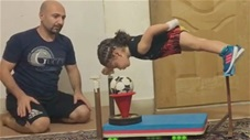 Siêu nhân bóng đá nhí được so sánh với Messi là ai?