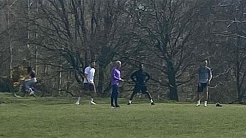 Mourinho thừa nhận sai lầm khi vẫn bắt cầu thủ tập luyện thời Covid-19