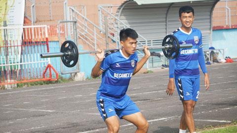 V.League trước bài toán khó duy trì phong độ và thể lực