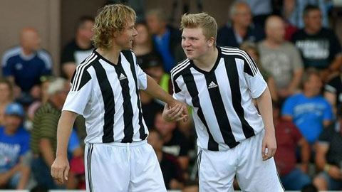 Pavel Nedved và con trai Pavel Jr (phải)