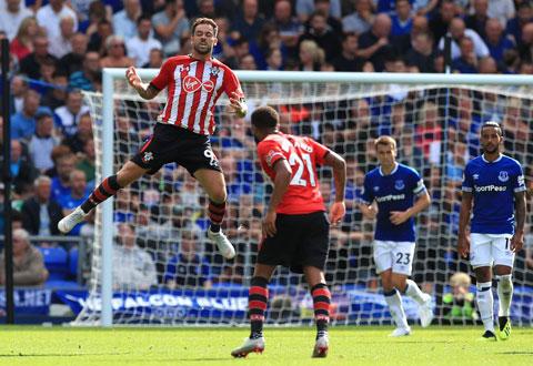 Ings (bìa trái) đã ghi 15 bàn sau 29 trận cho Southampton tại Premier League mùa này