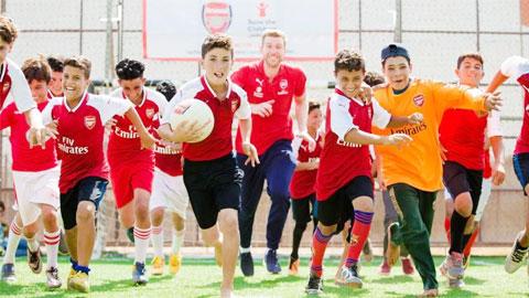 Làm cách mạng ở học viện, Mertesacker giúp Arsenal khởi sắc
