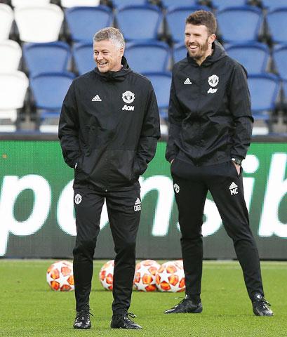 Solskjaer cùng các trợ lý thường xuyên dành thời gian xuống quan sát đội trẻ tập luyện và thi đấu