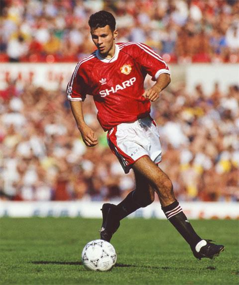 Pha chạm bóng đầu tiên của Ryan Giggs trong màu áo M.U ở một trận đấu chính thức là ở trận gặp Everton hôm 2/3/1991